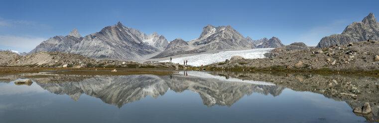 Greenland, Kulusuk, Mountaineers in the Schweizerland Alps - ALRF000350