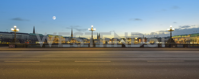 Germany, Hamburg, Inner Alster Lake, View from the Lombard bridge in the evening - RJF000560