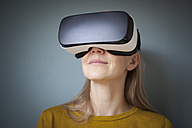 Woman wearing Virtual Reality Glasses - RBF004081