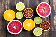 Sliced citrus fruits on wood - SARF002490