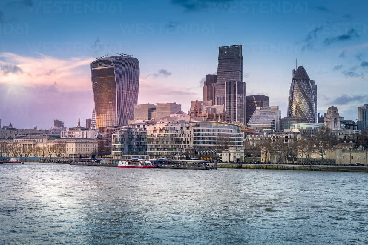 UK, London, view to skyline with Thames River in the foreground - NKF000434 - Stefan Kunert/Westend61