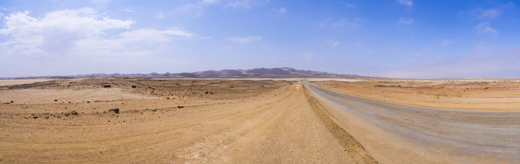 Namibia, coastal road between Swakopmund and Cape Cross, Lagunenberg in the background - AMF004706