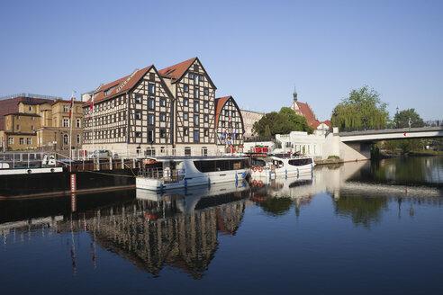 Poland, Bydgoszcz, historic granaries at Brda river - ABOF000071