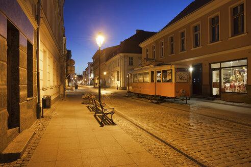 Poland, Bydgoszcz, Dluga street at night - ABO000080