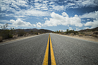 USA, California, road in Joshua Tree National Park - STCF000164