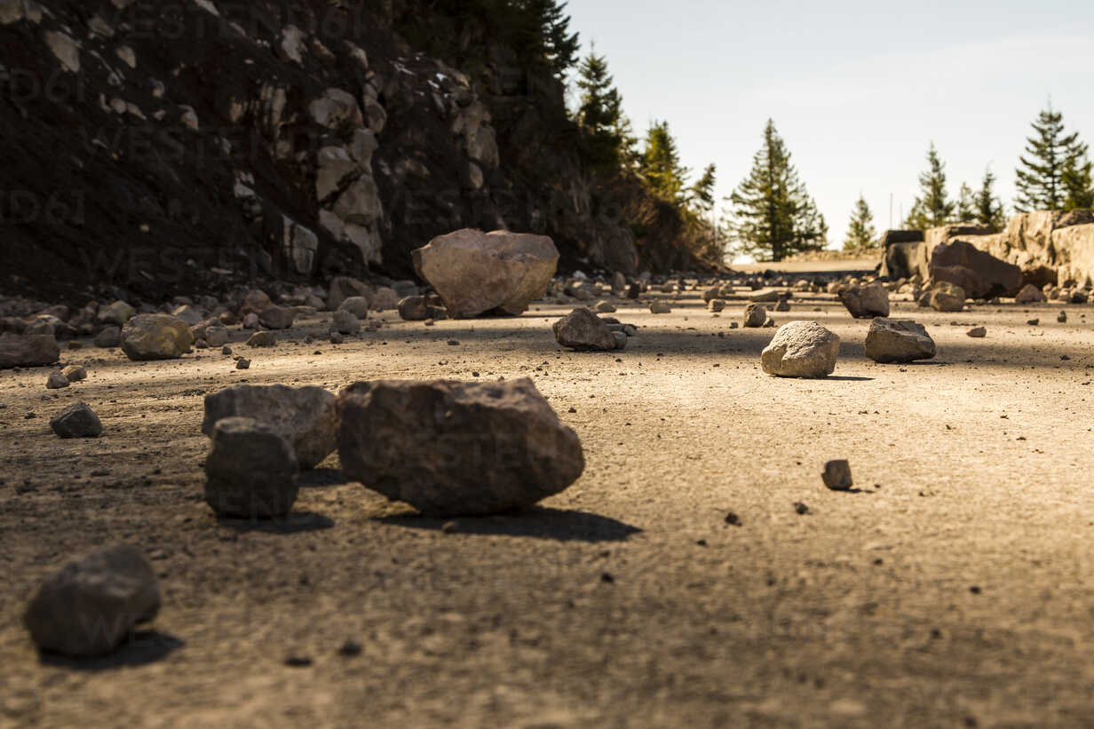 USA, Washington, Seattle, Mount Rainier National Park, stones on mountain road - NGF000257 - Nadine Ginzel/Westend61