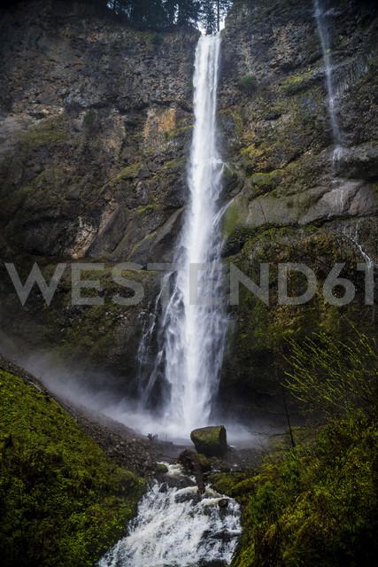 USA, Oregon, near Portland, Mulnomah Falls - NGF000263 - Nadine Ginzel/Westend61