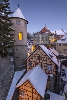 Germany, Meersburg, Meersburg Castle and historical half-timbered houses in winter - SH001836