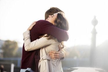 Germany, Berlin, young couple hugging - GCF000149