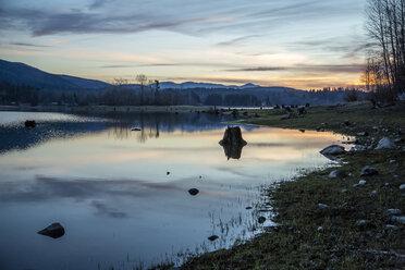 USA, Washington State, Mount Rainier National Park, lake in the evening - NGF000272