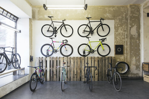 Assortment of racing cycles in a custom-made bicycle store - JUBF000101
