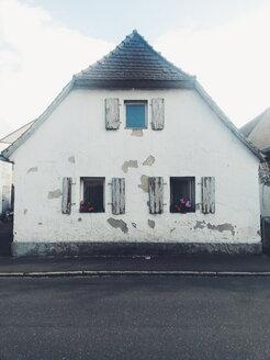 Run-down house - BR001245