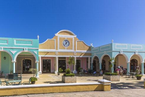 Cuba, Cayo Santa Maria, Pueblo La Estrella, shopping centre - MABF000364