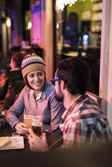 Couple drinking beer in a winter terrace bar - JASF000387