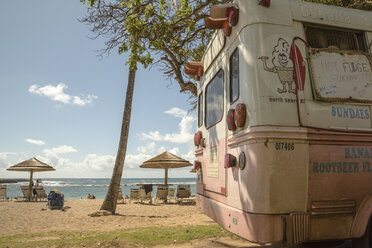 USA, Hawaii, Oahu, Ice cream truck at Turtle Bay beach - NG000297