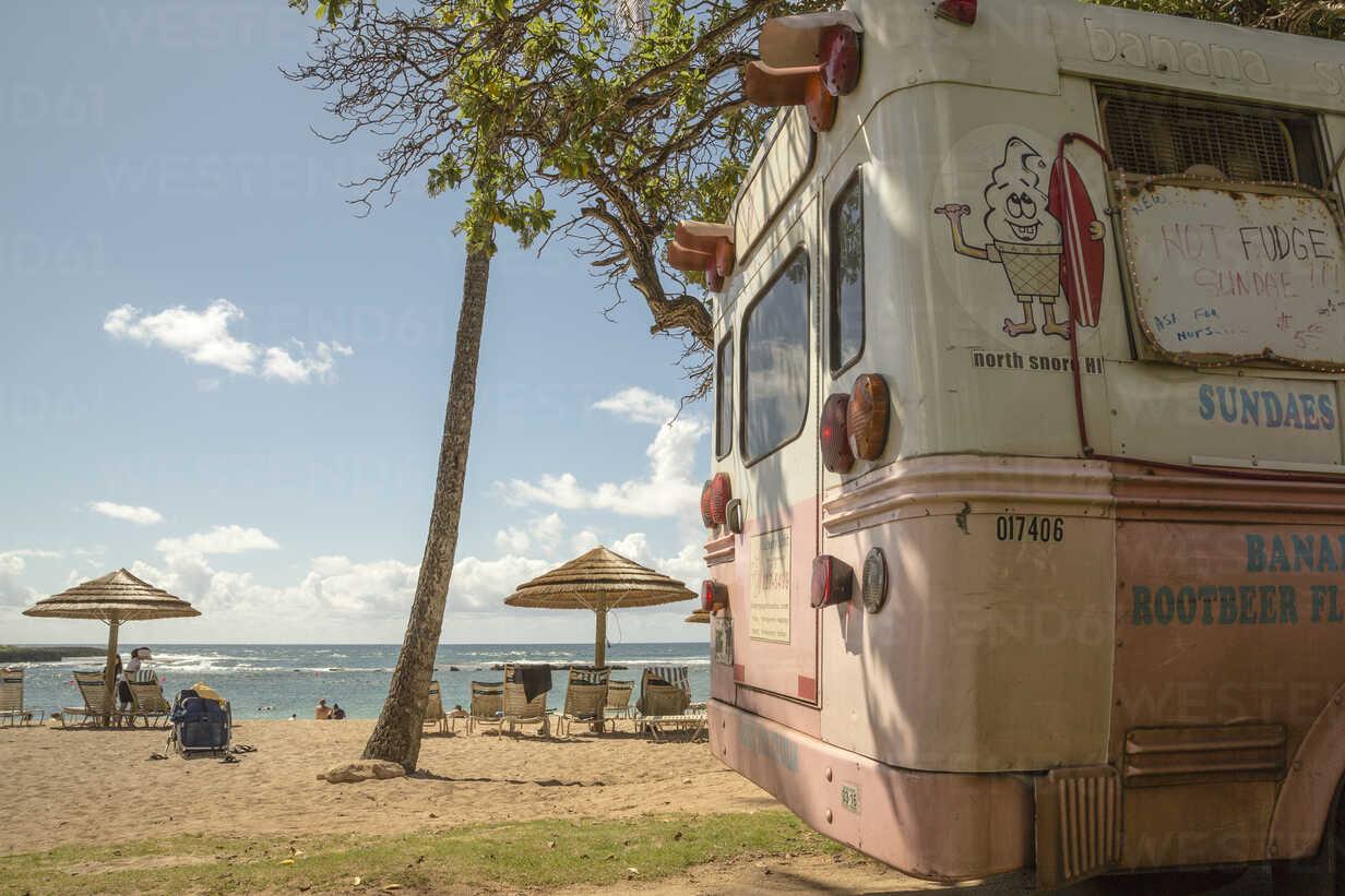 USA, Hawaii, Oahu, Ice cream truck at Turtle Bay beach - NG000297 - Nadine Ginzel/Westend61