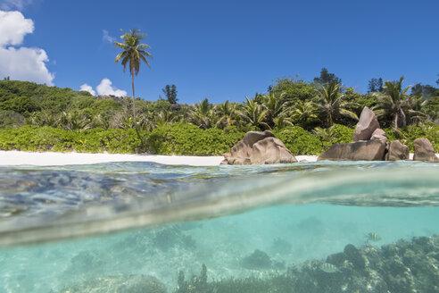 Seychelles, La Digue, Indian Ocean, Anse Cocos, beach, split shot - FOF008423