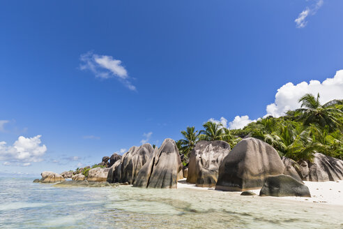 Seychelles, La Digue, Anse Source D'Argent, Granite rocks on beach - FOF008426