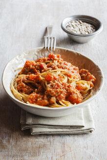 Spelt whole grain spaghetti with vegan Bolognese made of green spelt and sunflower seed - EVGF002812