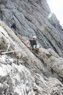 Austria, Tyrol, Wilder Kaiser, two men on via ferrata - TKF000433