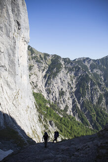 Austria, Tyrol, Wilder Kaiser, two men on via ferrata on their way to Goinger Halt - TKF000436