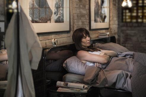 Woman sleepless in bed - ZEF008405