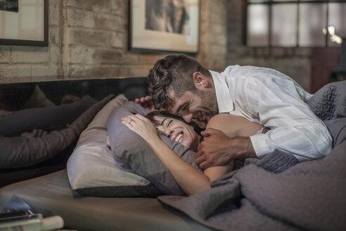 Happy couple in bed - ZEF008414