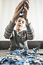 Boy's hands holding jigsaw pieces - DEGF000623