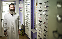 Portrait of bearded optometrist in his store - JASF000514
