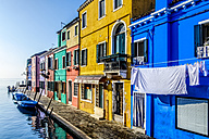 Italy, Veneto, Burano, view to colourful row of houses - HAMF000146