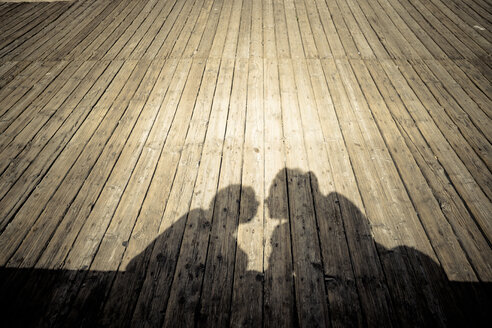Shadow of couple kissing - SIP000196