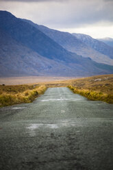 Ireland, Country road in Connemara - GIOF000783