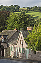 UK, Wales, Hay-on-Wye, Old houses in Church Street with hills in background - SHF001885