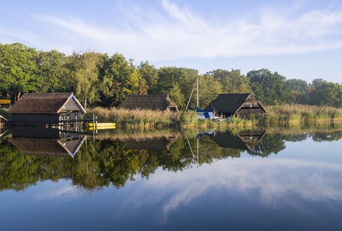Germany, Fischland-Darss-Zingst, Prerow, Prerowstrom, fishing huts - SIEF006966