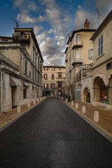 France, Avignon, Old town, street - CSTF000923