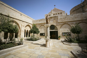 Palestine, West Bank, Bethlehem, courtyard of the Church of the Nativity - REA000071