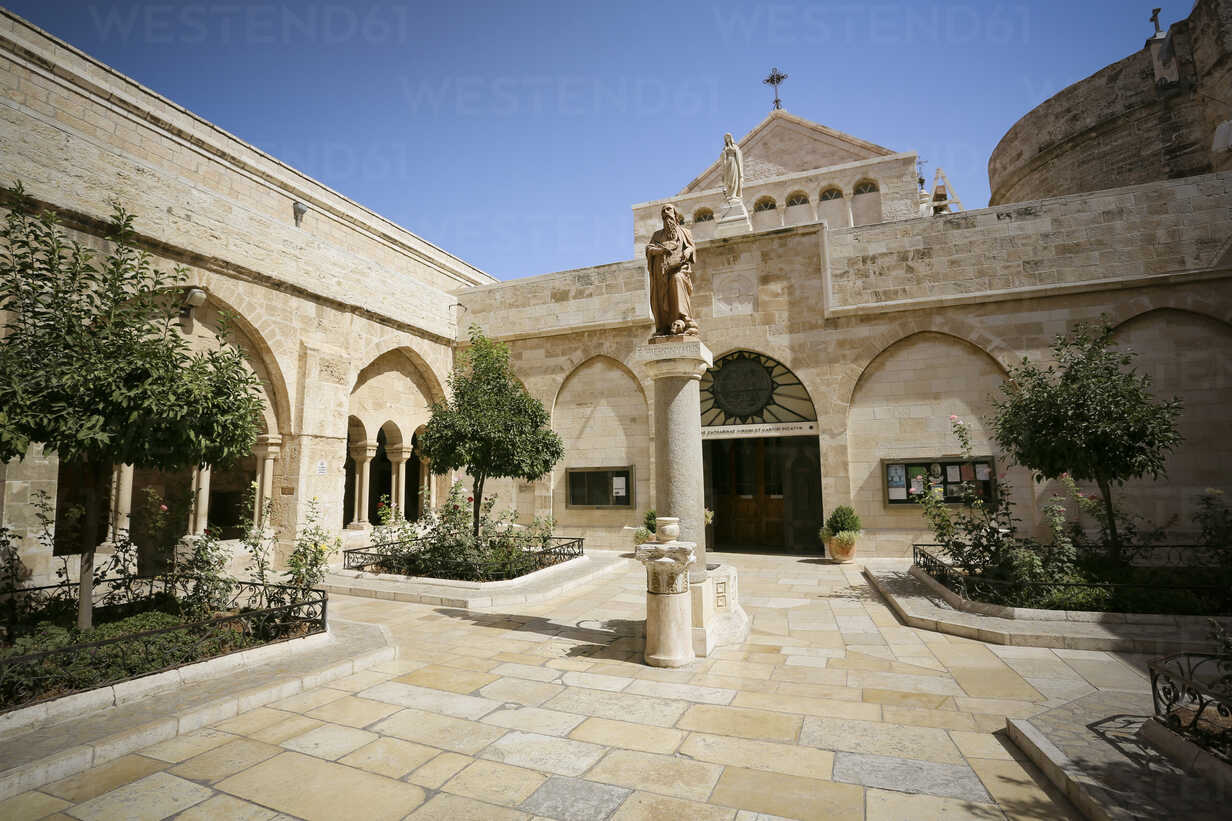 Palestine, West Bank, Bethlehem, courtyard of the Church of the Nativity - REA000071 - realitybites/Westend61