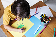 Little boy drawing on yellow paper - VABF000177