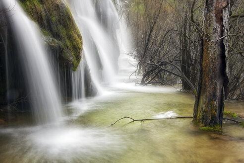 Spain, Cuenca, Waterfall at River Cuervo - DSGF000977