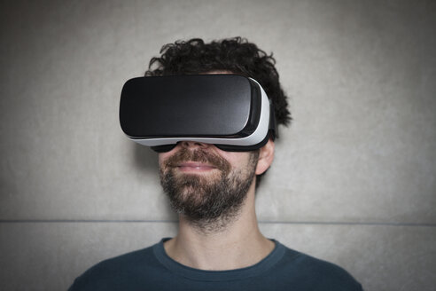 Smiling man wearing Virtual Reality Glasses - RBF004093