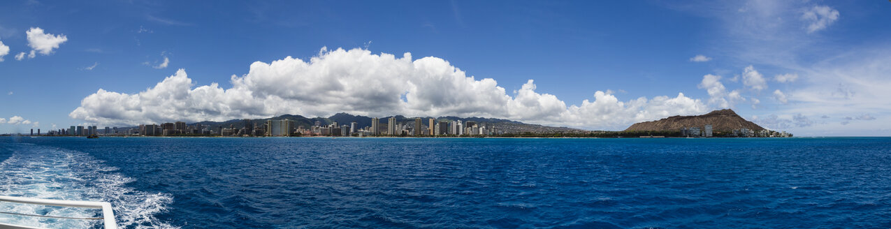 Oahu Island from water - NGF000302