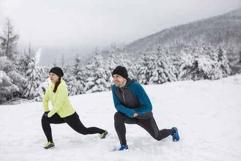 Couple warming up for cross country run in winter - HAPF000243