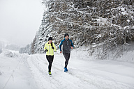 Couple doing cross country run in winter - HAPF000264