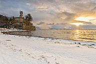Germany, Langenargen, Montfort Castle at snowy lakeshore - SH001897