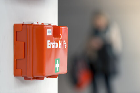 First aid box hanging on the wall - FRF000392