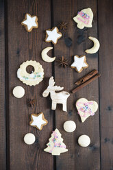 Christmas cookies on wood, cinnamon star, almond cookie, aniseed biscuit - MYF001362