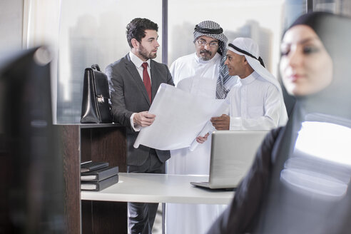 Businessman discussing plans with Middle Eastern collegues - ZEF008569