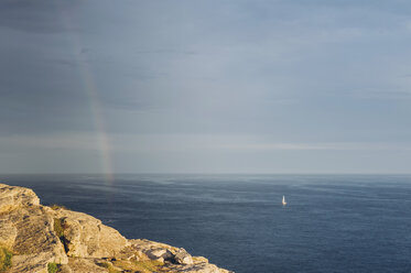 France, Brittany, Pointe du Raz, boat on the ocean with rainbow - MJF001800