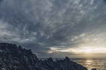 France, Brittany, Pointe du Raz, sunset at the coast - MJ001803