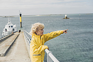 France, Brittany, Roscoff, boy at the harbor pointing his finger - MJF001806